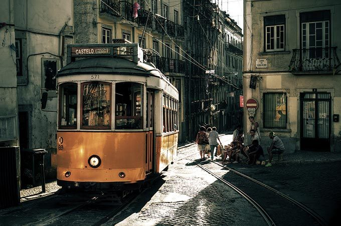 sporvogne-lissabon-offentlig-transport